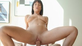 Tanned Babe Rahyndee James Takes A Big Dick During Massage