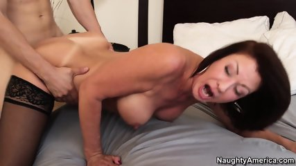 Enticing Mature Babe Craves For Hardcore Pussy Pounding